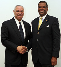Michael Banner confers with former US Secretary of State Colin Powell at Urban Land Institute Fall Meeting in Denver, Colorado